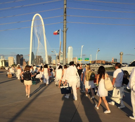 Diner en Blanc Dallas Guests Arriving